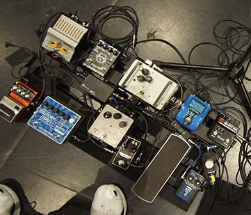 Pedal Board Breakdown - Tony Levin