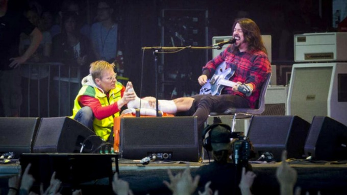 Dave Grohl Breaks a Leg and Goes Beyond Legend