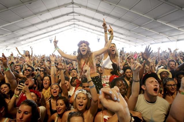 PSA: Don'PSA: Don't be a douchebag audience membert be a douche bag band